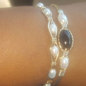 Ronaldo pearl braclet just the all pearls one...